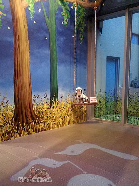 晶品城購物商場幾米20-在樹下的盪鞦韆的狗兒