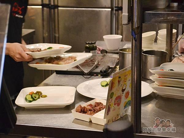 紅牛原味炭烤牛排10-乾淨的料理桌
