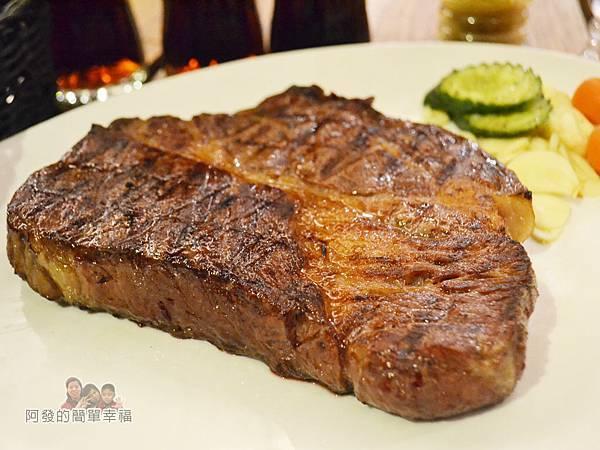 紅牛原味炭烤牛排19-21oz炭火肩胛牛排特寫