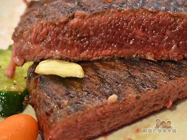 紅牛原味炭烤牛排25-21oz炭火肩胛牛排切面