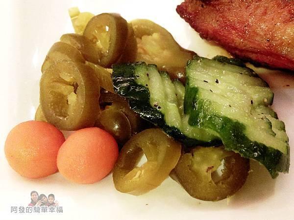 紅牛原味炭烤牛排33-美國大雞腿排(墨西哥香辣)配菜