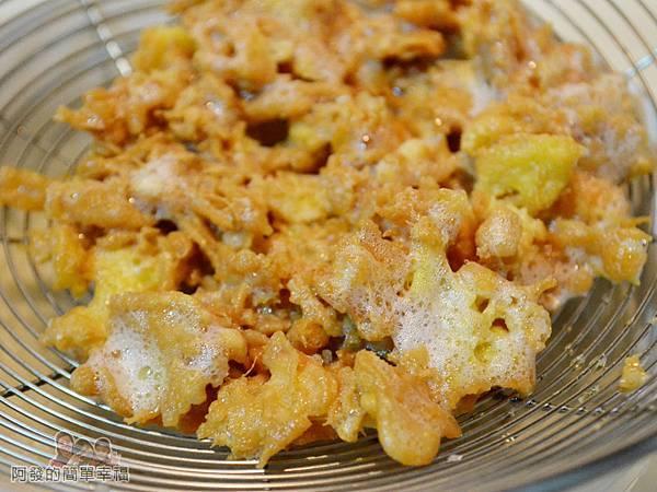 蛋香滷白菜04-蛋酥瀝油