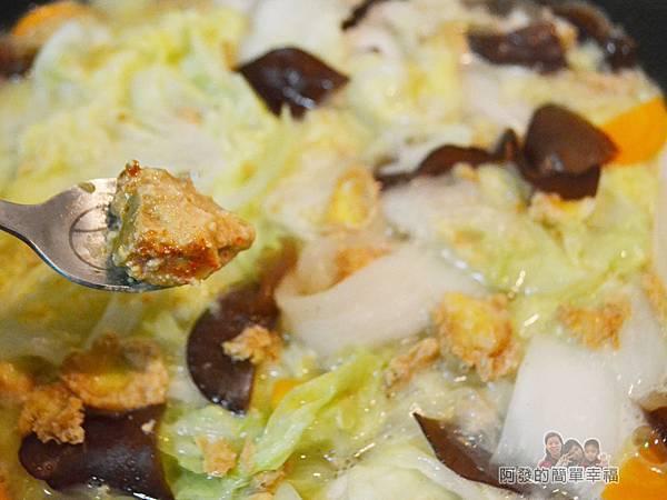 蛋香滷白菜09-下半塊辣豆腐乳拌勻