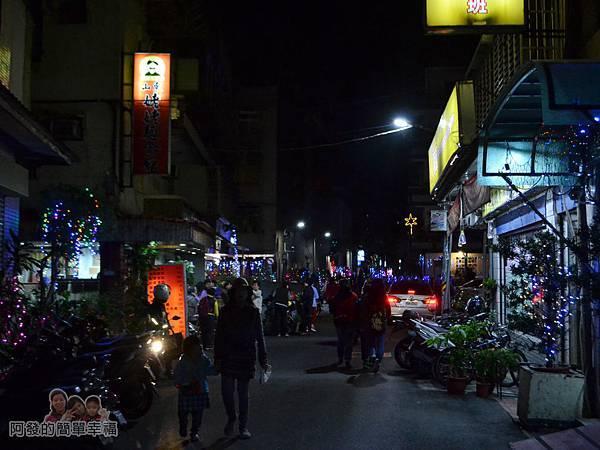 吉慶里聖誕巷01-石牌路一段71巷入口