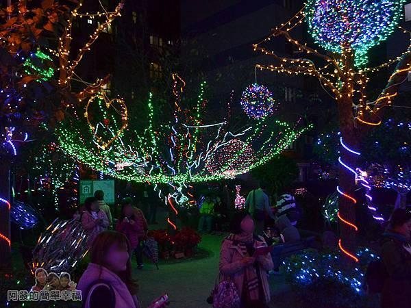 福興里聖誕公園04-公園中心的燈海II