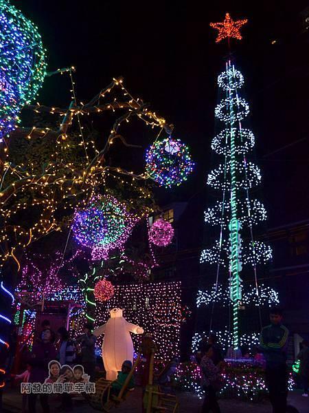 福興里聖誕公園07-運動設施區的白熊燈飾