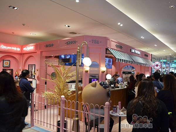 Line_Cafe01-滿滿的排隊人潮
