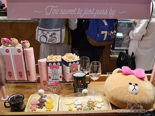 Line_Cafe02-展示餐點的餐車