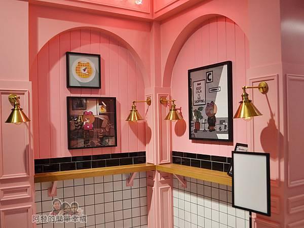 Line_Cafe06-邊牆上的裝飾
