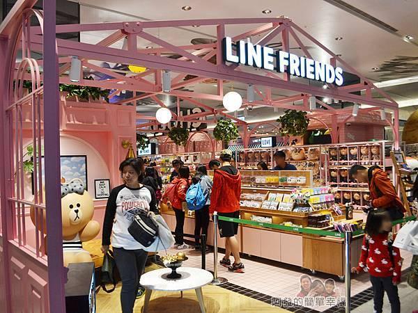 LINE專賣店07-也是不少人排隊等待拍照