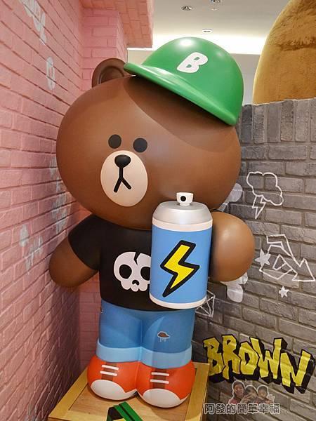 LINE專賣店21-饅頭人與熊大拍照區-熊大