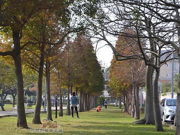 玉山公園20-過了中午用餐時間開始出現些拍照的遊客