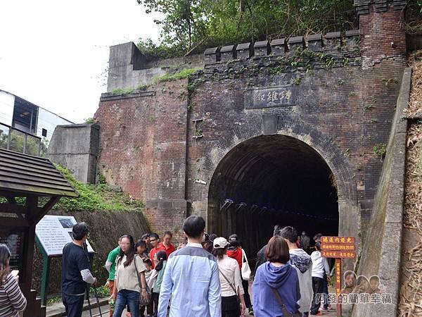 功維敘隧道15-紅磚砌成的隧道入口外觀有如城牆般