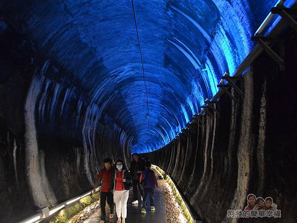 功維敘隧道20-有如在銀河星空的時光隧道漩渦中