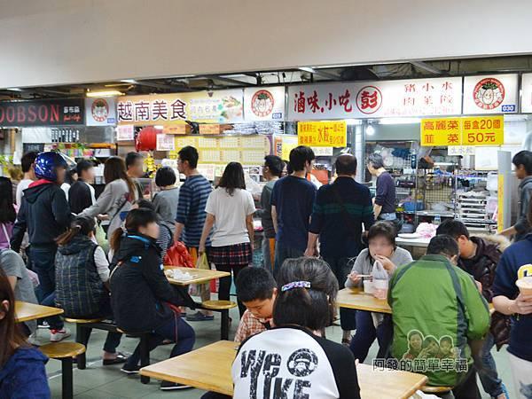越南美食05-泰山公有市場-美食區餐人潮