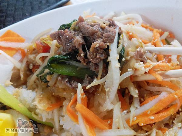 越南美食13-牛肉拌飯-很爽口