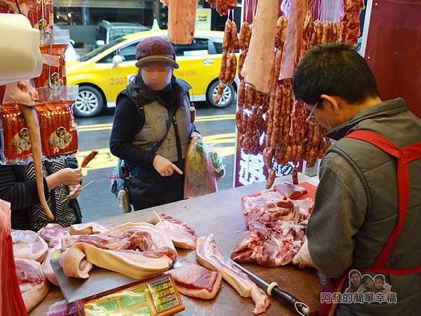 陳記紅牌黑豬肉香腸07-乾淨的肉攤