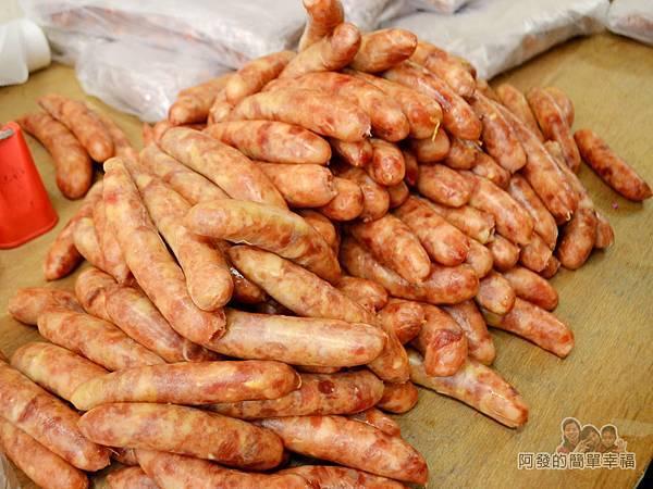 陳記紅牌黑豬肉香腸14-待烤的生香腸