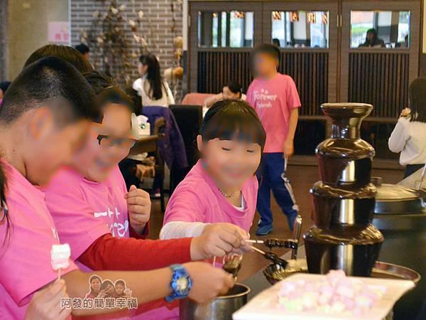 極鮮火鍋36-很受小朋友喜愛的巧克力噴泉