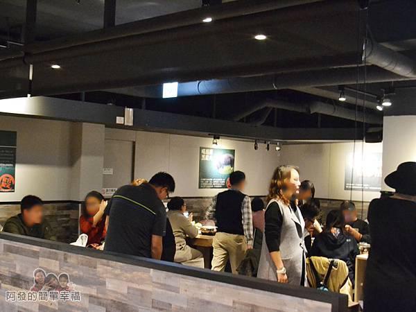 崔官木桶鍋14-地下一樓用餐區-用餐時段人潮湧入