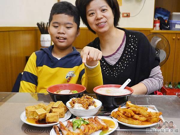 大榮肉粥14-美味小吃上桌
