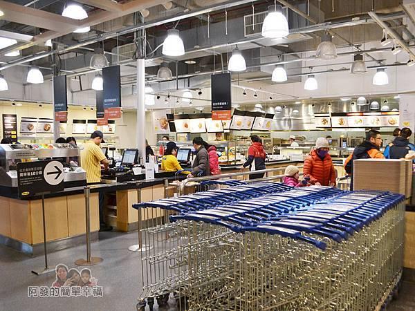 IKEA(早餐)05-採取自助式的點取餐方式推推車取餐