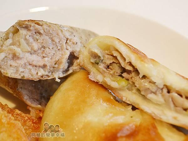 IKEA(早餐)36-餡餅與瑞典肉腸剖面