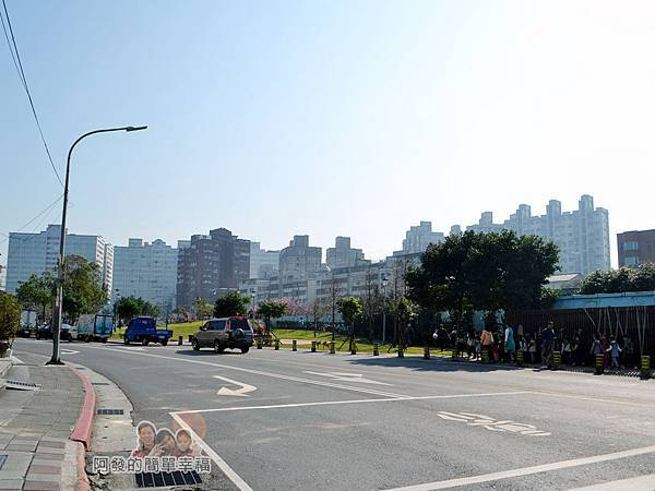 東湖樂活公園01-東湖路與康樂街交叉口