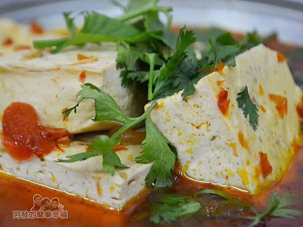 黑皮臭豆腐23-麻辣豆腐火鍋特寫