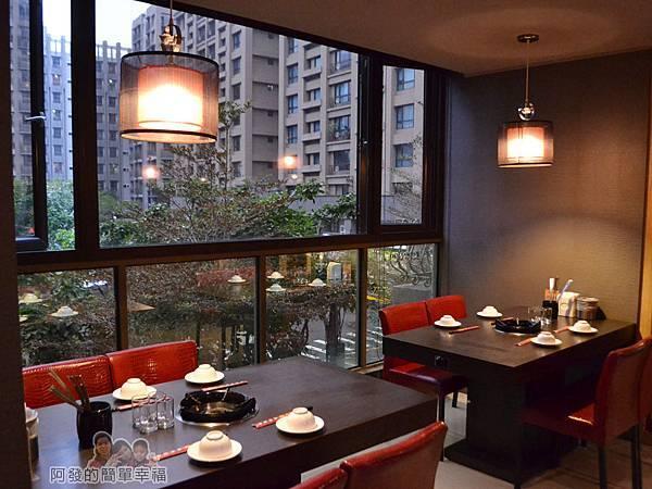 齊味麻辣鴛鴦火鍋14-3樓用餐區-窗邊