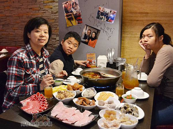 齊味麻辣鴛鴦火鍋16-美食上桌