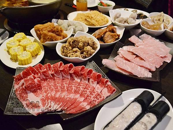 齊味麻辣鴛鴦火鍋23-豐盛的鍋料側寫