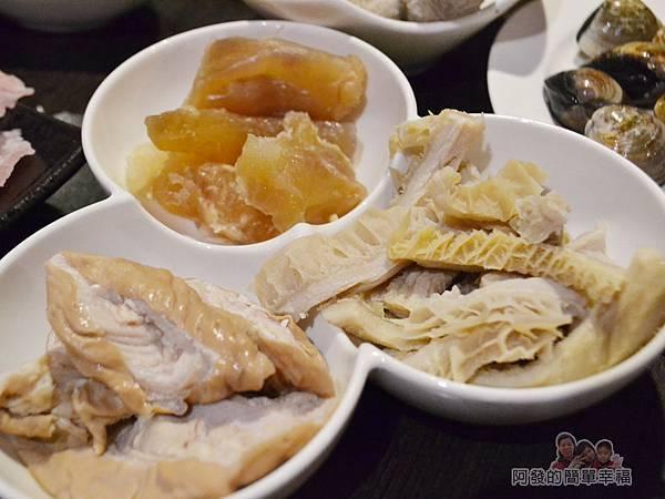 齊味麻辣鴛鴦火鍋27-綜合滷品-牛肚牛筋大腸頭