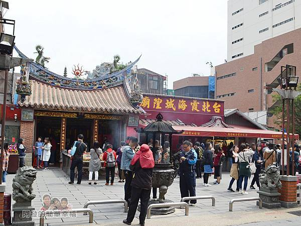 老竹子三發包子02-台北霞海城隍廟