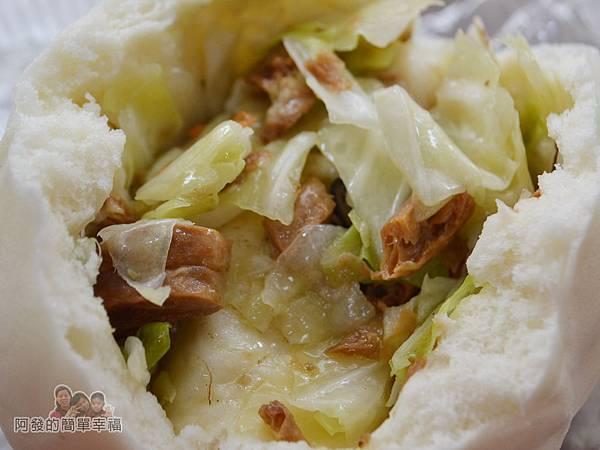 老竹子三發包子14-高麗菜包-餡料滿滿
