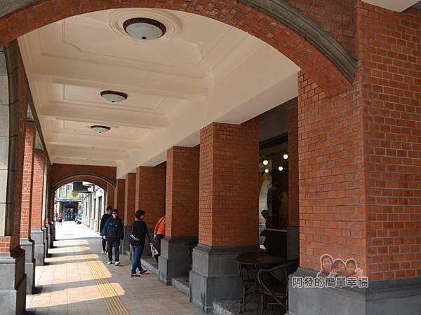 星巴克保安門市02-古色古香的廊道