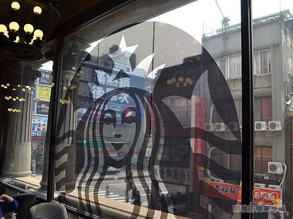 星巴克保安門市11-可見窗外巴洛克式風格的梁柱