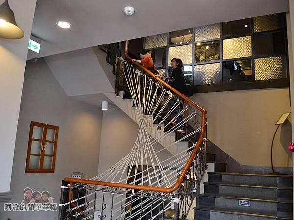 星巴克保安門市14-通往3樓的階梯