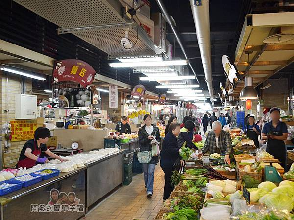 林合發油飯粿店06-改建後的市場內