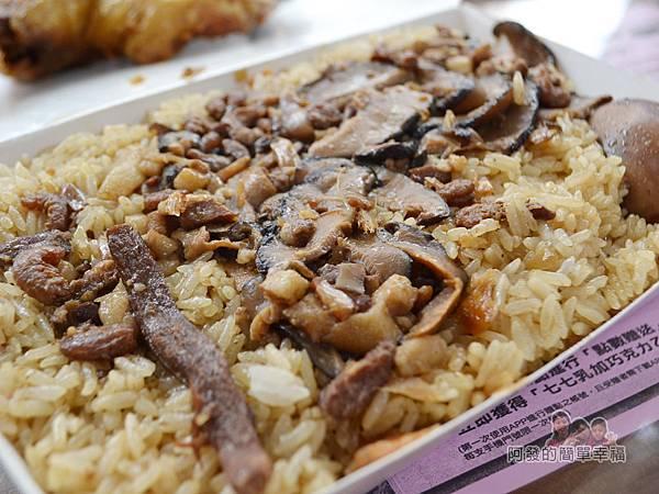 林合發油飯粿店16-油飯配料頗香