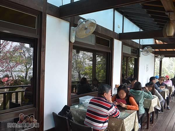 珍饌玉膳12-餐廳外廊道用餐區