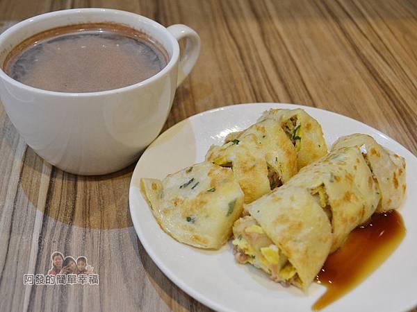 餓哥早午餐15-熱可可與鮪魚蛋餅