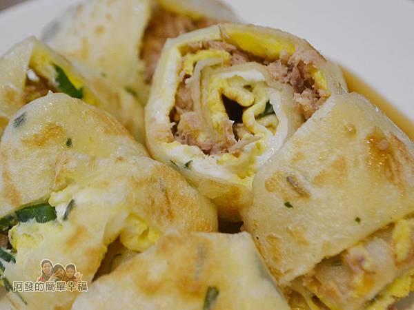 餓哥早午餐18-鮪魚蛋餅切面