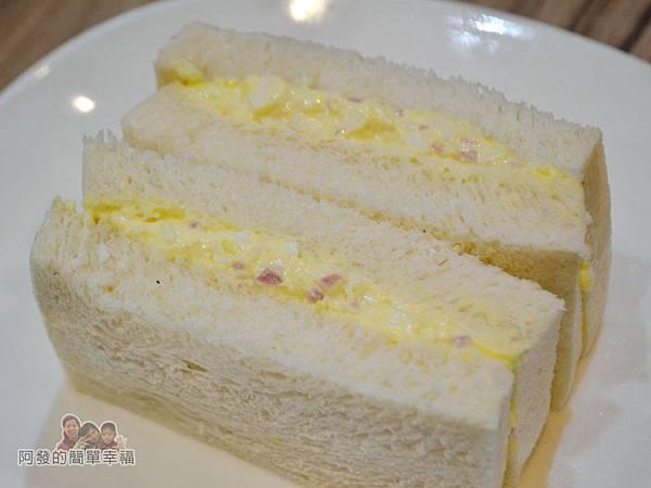 餓哥早午餐20-碎蛋吐司切面
