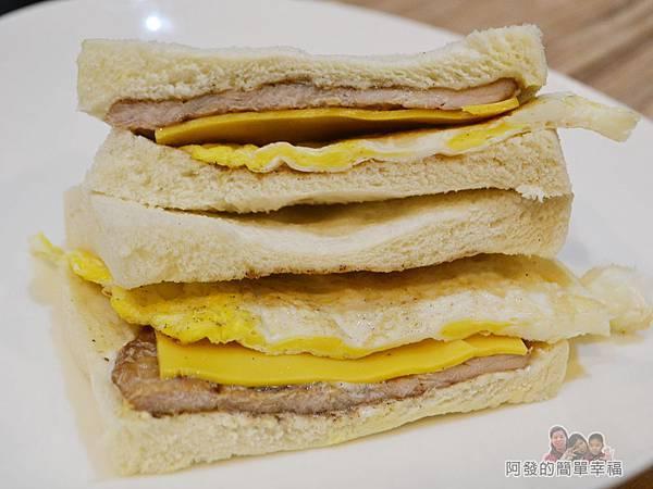 餓哥早午餐26-肉蛋起司吐司切面