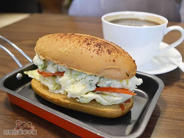 瑞比早午餐21-歐式乾酪潛艇堡(蘋果薯泥沙拉)+研磨咖啡