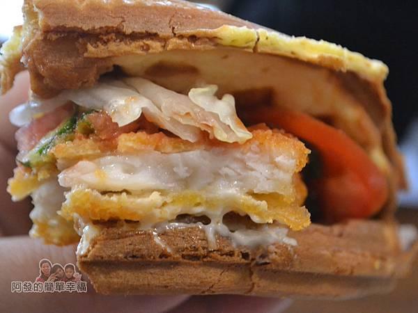瑞比早午餐41-瑞比魚排鬆餅剖面