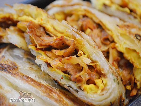 瑞比早午餐43-厚蛋餅(韓式泡菜豬)特寫