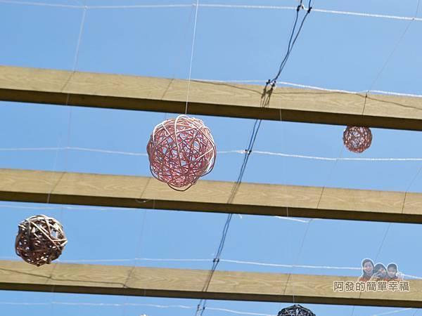 三生步道34-木廊道上的藤球