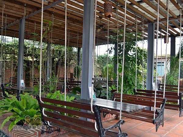 台北花卉村09-森林派對咖啡館-鞦韆區